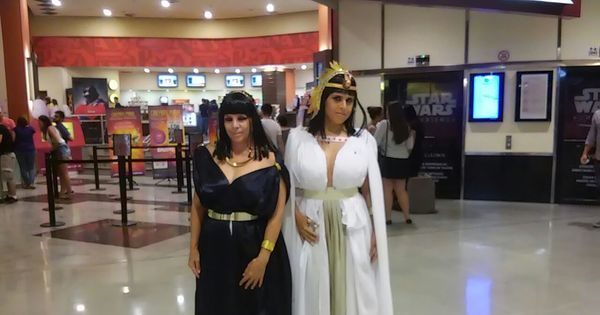 Fã de Os Dez Mandamentos faz cosplay em estreia de filme - Fotos ...
