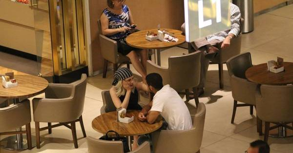 Apaixonados, Sophia Abrahão e Sérgio Malheiros trocam beijos em ...