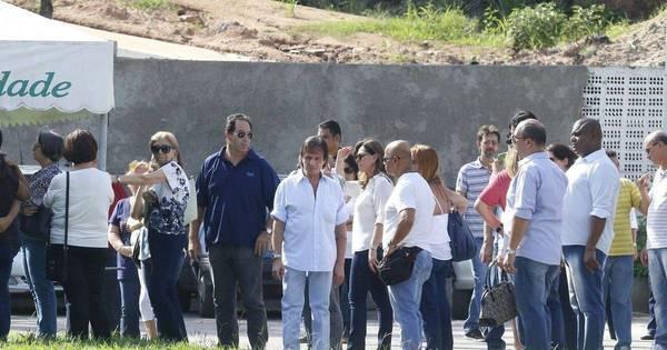 Roberto Carlos vai a enterro de sobrinha de 32 anos - Fotos - R7 ...