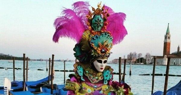 Máscaras maravilhosas encantam no Carnaval nas ruas de Veneza ...