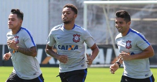 André, Guilherme e Giovanni Augusto treinam no Corinthians ...