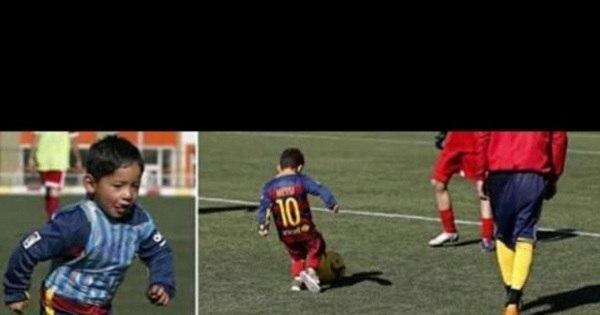 Menino que improvisou camisa de Messi com sacola plástica ganha ...