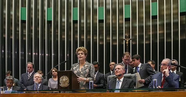 """Dilma promete reforma da Previdência, mas avisa: """"Não vamos ..."""