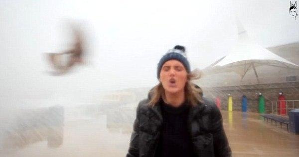 """YouTuber toma """"peixada"""" na cara enquanto gravava vídeo durante ..."""