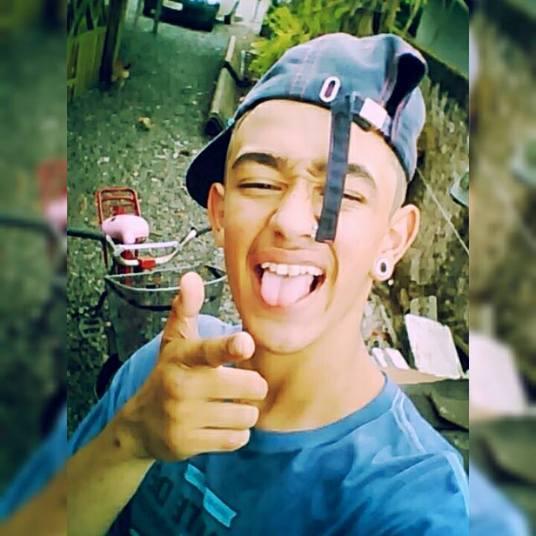 A cabeça do adolescente foi encontrada dentro de uma sacola<br /> de papelão no bairro Jardim Paraíso na terça-feira (2), à noite. A Divisão de<br /> Investigações Criminais mobilizou uma força-tarefa para apurar o assassinato