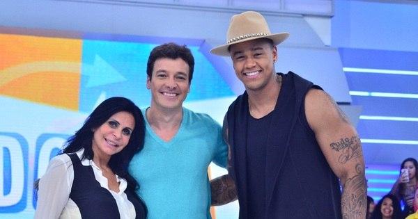Léo Santana e Gretchen animam a plateia da Hora do Faro neste ...