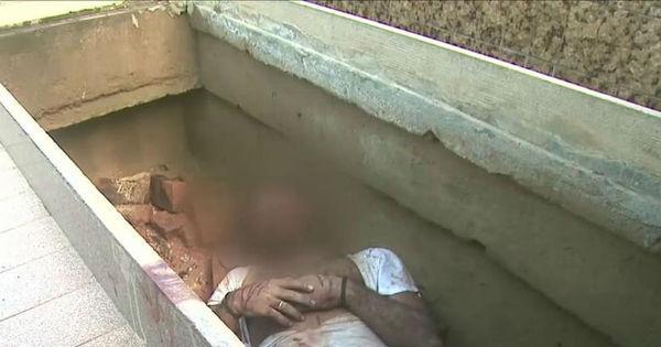 Homem é encontrado vivo dentro do túmulo com sinais de ...