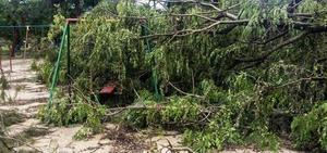 Chuva forte surpreende e atrapalha a vida dos gaúchos em Porto Alegre (RS)