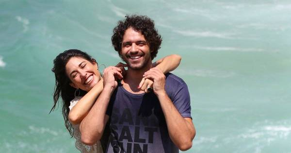 Giselle Itié e Guilherme Winter trocam carinhos em tarde de trabalho ...