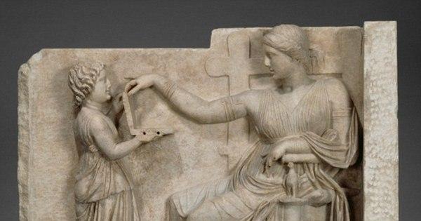 Estudiosos dizem que estátua grega com suposto notebook é prova ...