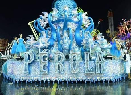 Pérola Negra abre o desfile das escolas de samba em São Paulo