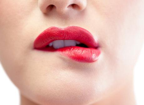 Doenças transmitidas pela boca podem causar dor de garganta