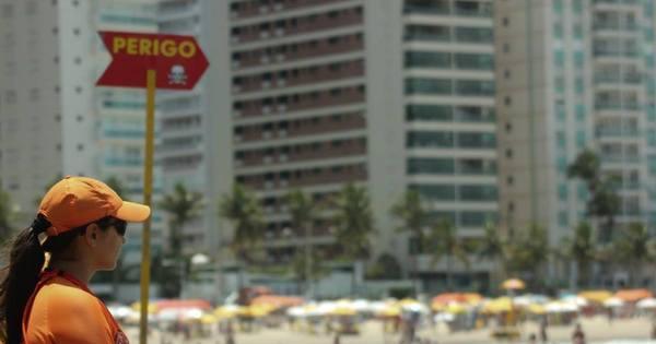Nas praias do litoral paulista, 29 pessoas se afogam por dia nesta ...