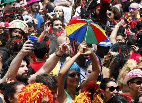 Cordão do Boitatá reúne 40 mil <br />em comemoração de 20 anos