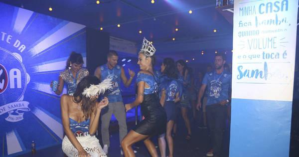 Thaila Ayala e Aline Riscado dançam até o chão em camarotes no ...