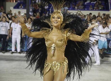 Saiba como foi a primeira noite <br />de desfiles no Rio de Janeiro