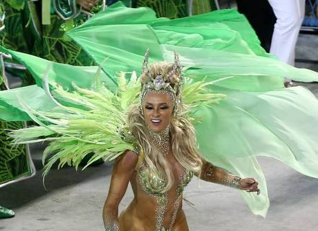 Saiba como foi a primeira noite de desfiles no Rio de Janeiro