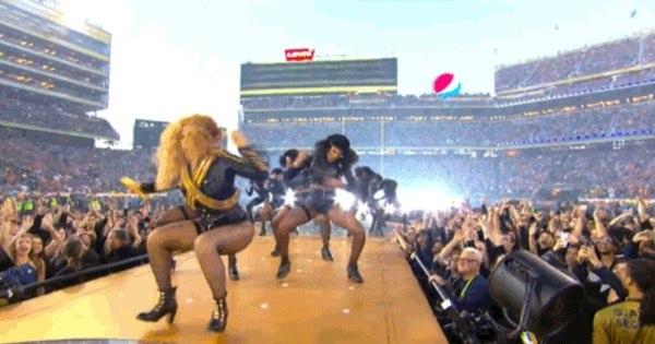 Beyoncé quase cai no Super Bowl 2016 - Entretenimento - R7 Pop