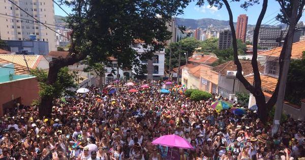 Juventude Bronzeada anima foliões no último dia de Carnaval em BH