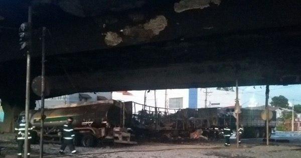 Fogo em caminhões bloqueia avenida dos Bandeirantes - Notícias ...