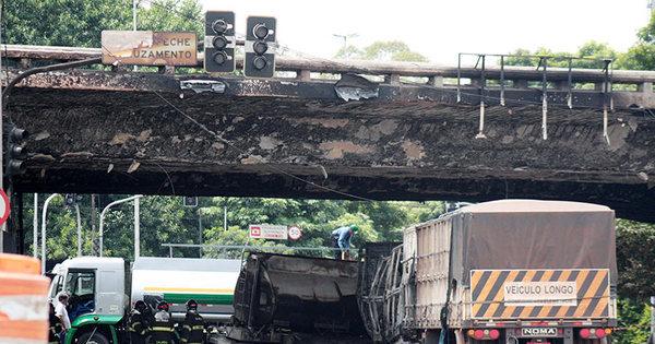 Após acidente, Defesa Civil interdita viaduto Santo Amaro por ...