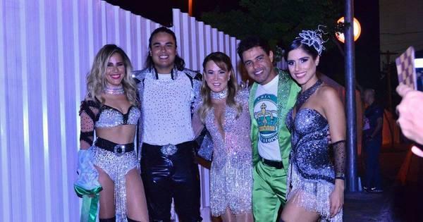 Zezé di Camargo posa com Zilu e as filhas na Sapucaí - Fotos - R7 ...