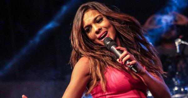 """Dona do hit """"Metralhadora"""" agita a plateia do Gugu; não perca ..."""
