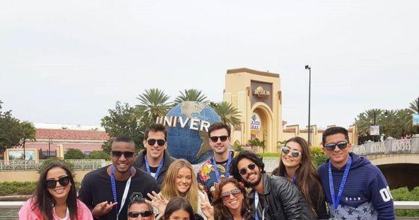 Está podendo! Anitta leva amigos e familiares para férias em ...