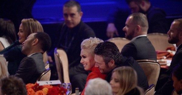 Românticos, Gwen Stefani e Blake Shelton roubam a cena em festa ...
