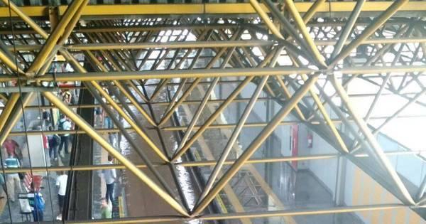 Chuva forte interrompe parcialmente circulação do metrô do Rio por ...