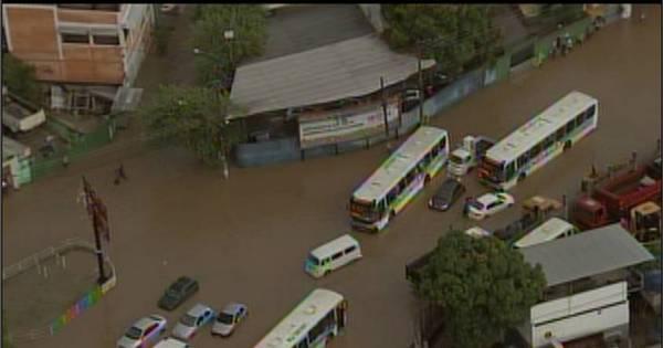 Chuva alaga capital e baixada e deixa pessoas ilhadas - Fotos - R7 ...