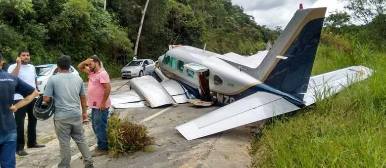 [Brasil] Avião faz pouso de emergência em rodovia no interior de São Paulo X7o3c21rv6o_40xp5pdsqw_file.jpg,qdimensions=780x340,a,aamp,3Bresize=780x340,aamp,3Bcrop=1000x436+0+63,aamp,3Bresize=780x340,aamp,3Bcrop=1000x436+0+63.pagespeed.ic.Pnep8_z9f-