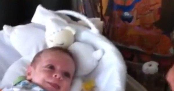 Muita fofura! Filho de Alexandre Nero sorri ao ouvir música em ...