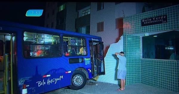Ônibus desgovernado derruba muro de prédio em Belo Horizonte ...