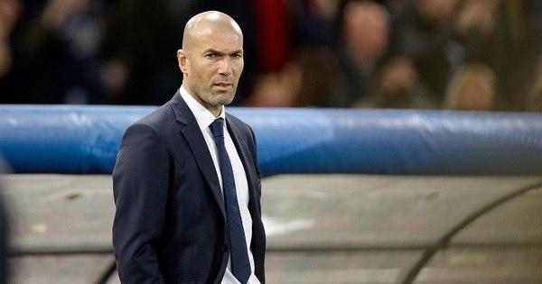 Zidane rasga a calça de novo durante jogo do Real Madrid pela ...