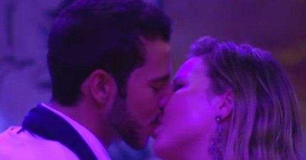 Após muitos beijos, Cacau e Matheus se estranham em fim de festa ...