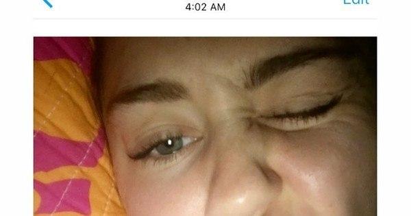Mais uma polêmica! Miley Cyrus compartilha foto com cigarro ...