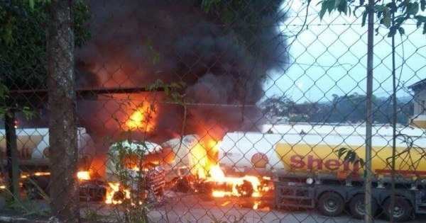 Incêndio em transportadora destrói oito caminhões em Betim (MG ...