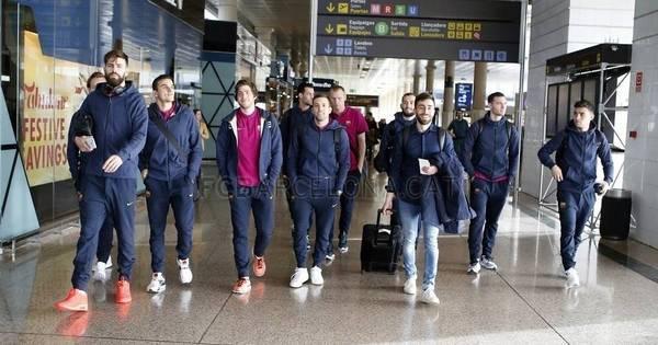 Mais uma boy band? Não, é só o Barcelona embarcando para o ...