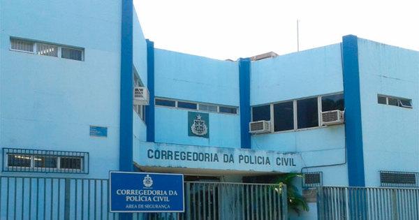 Policiais são presos acusados de extorquir comerciantes em Salvador