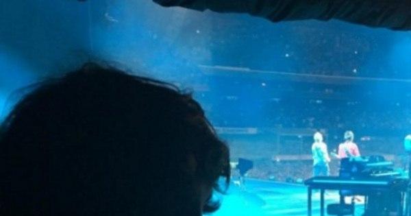 Privilegiados! Luciana Gimenez e Lucas Jagger assistem ao show ...