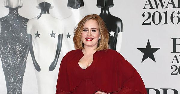 Adele aposta em vestido sexy e decotão para o BRIT Awards 2016 ...