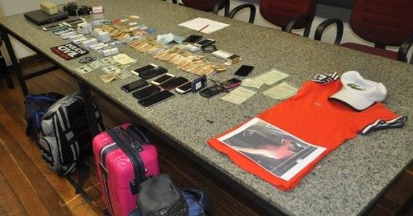 Cariocas que lucraram R$ 6 milhões clonando cartões são presos ...