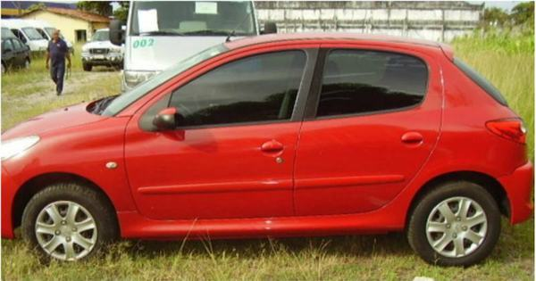 Receita leiloa Peugeot 207 e VW Voyage por R$ 6.000 cada - Fotos ...