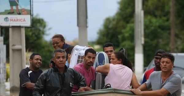 Prefeitura de Maricá aciona Marinha para ajudar a resgatar famílias ...