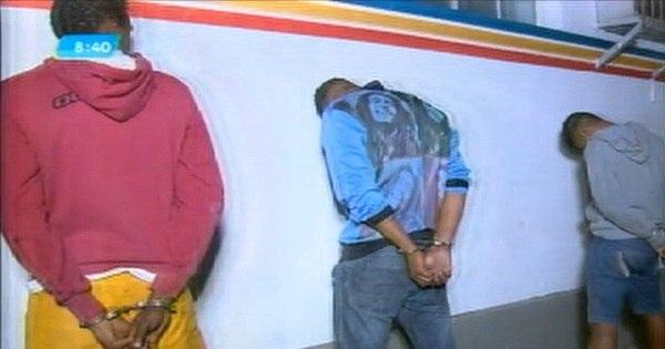 Assaltantes batem moto em viatura da PM durante tentativa de fuga ...