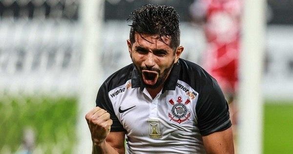 Herói da vitória do Corinthians, Guilherme ganha elogios de Tite ...