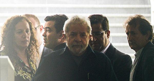 Lula disse que só sairia algemado para depor, afirma delegado da PF