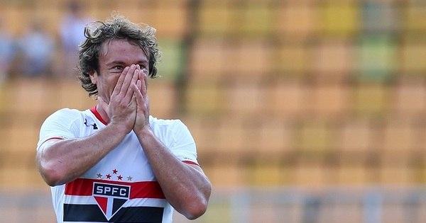 Mesmo machucado, Lugano viaja com o São Paulo para a Bolívia ...