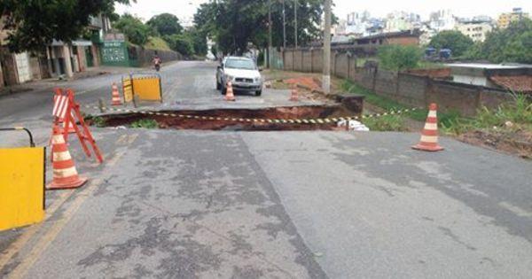 Temporal faz pista de avenida ceder em Divinópolis - Notícias - R7 ...